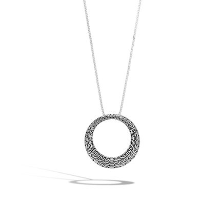 Classic Chain Graduated Pendant Necklace in Silver