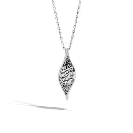 Classic Chain Wave Pendant Necklace in Silver