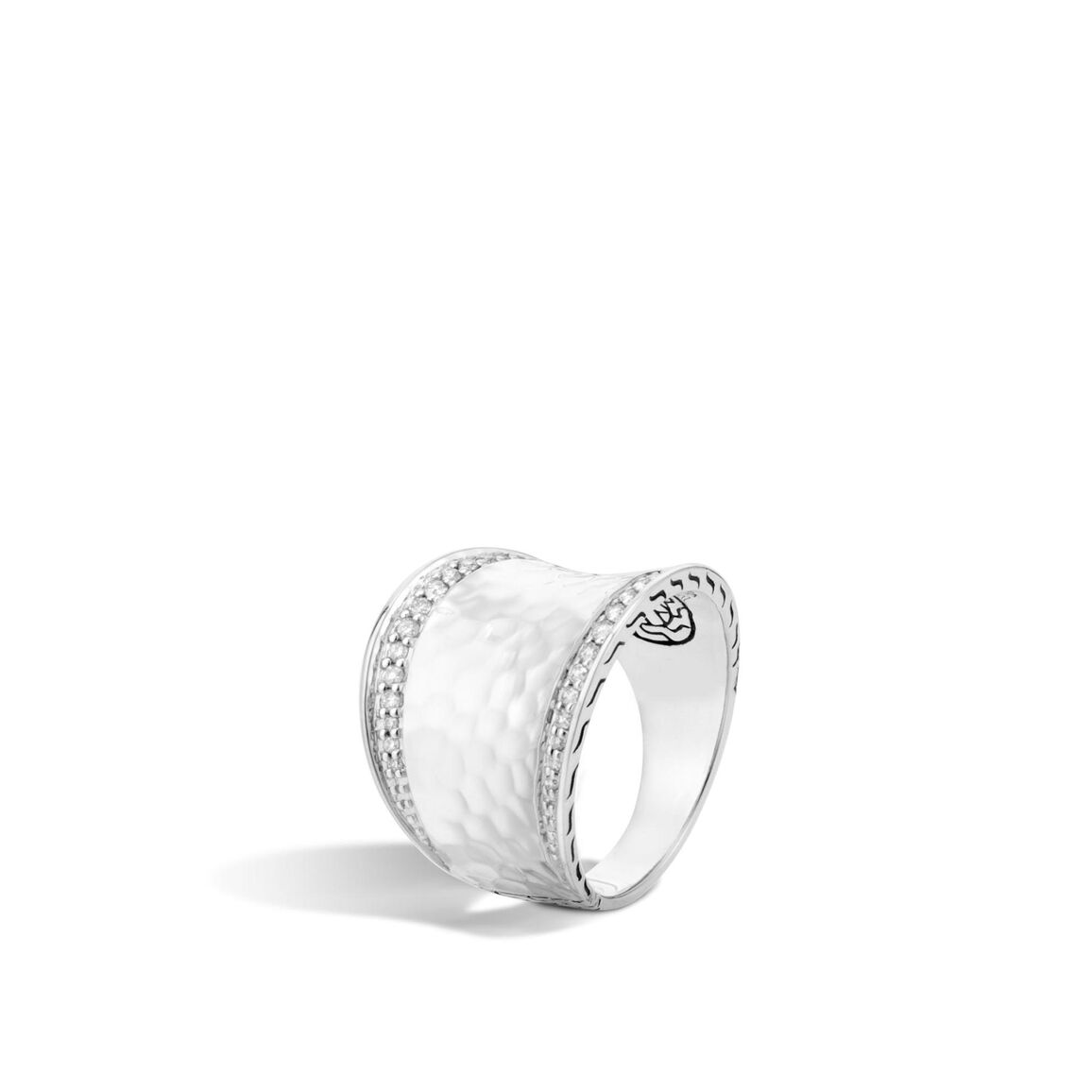 Classic Chain Saddle Ring in Hammered Silver with Diamonds