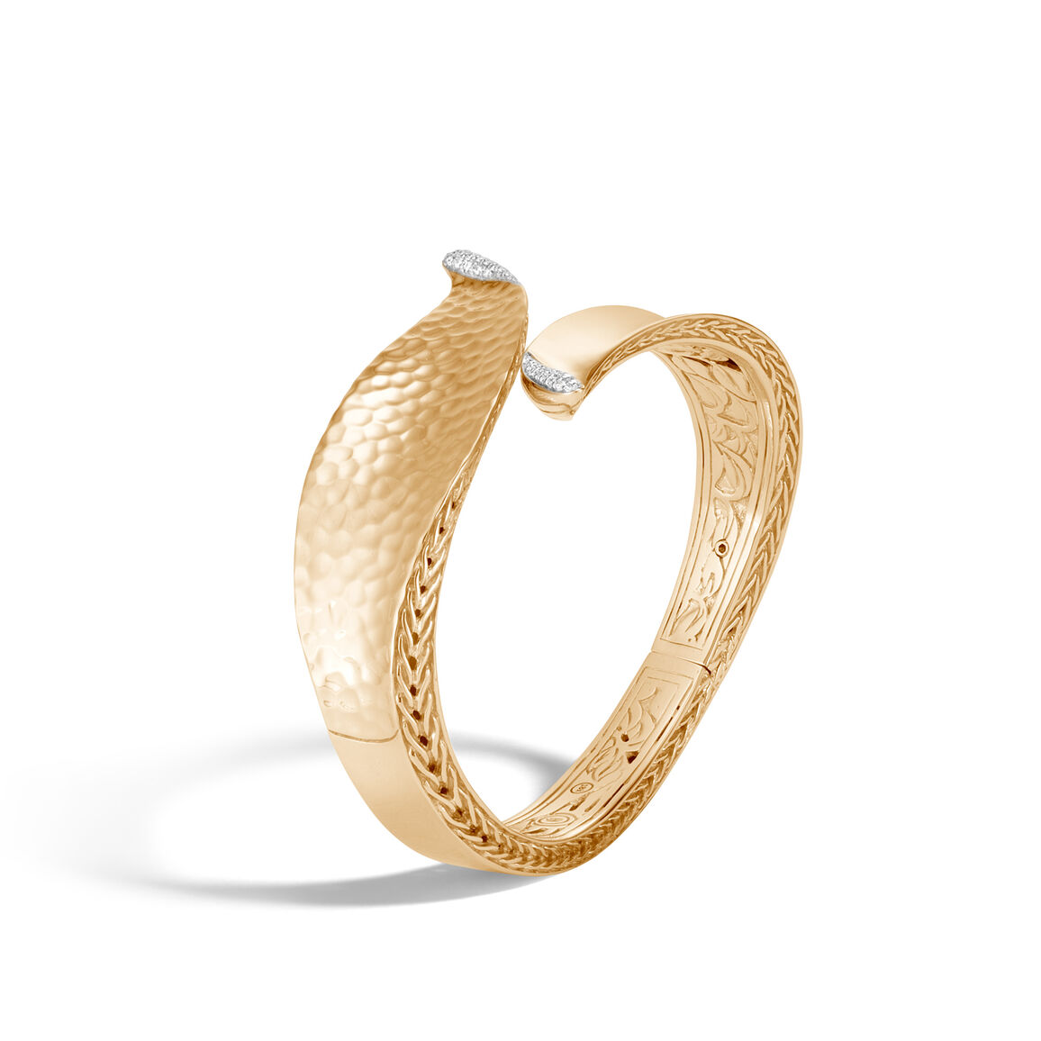 Classic Chain Wave Hinged Bangle in Hammered 18K Gold, Dia