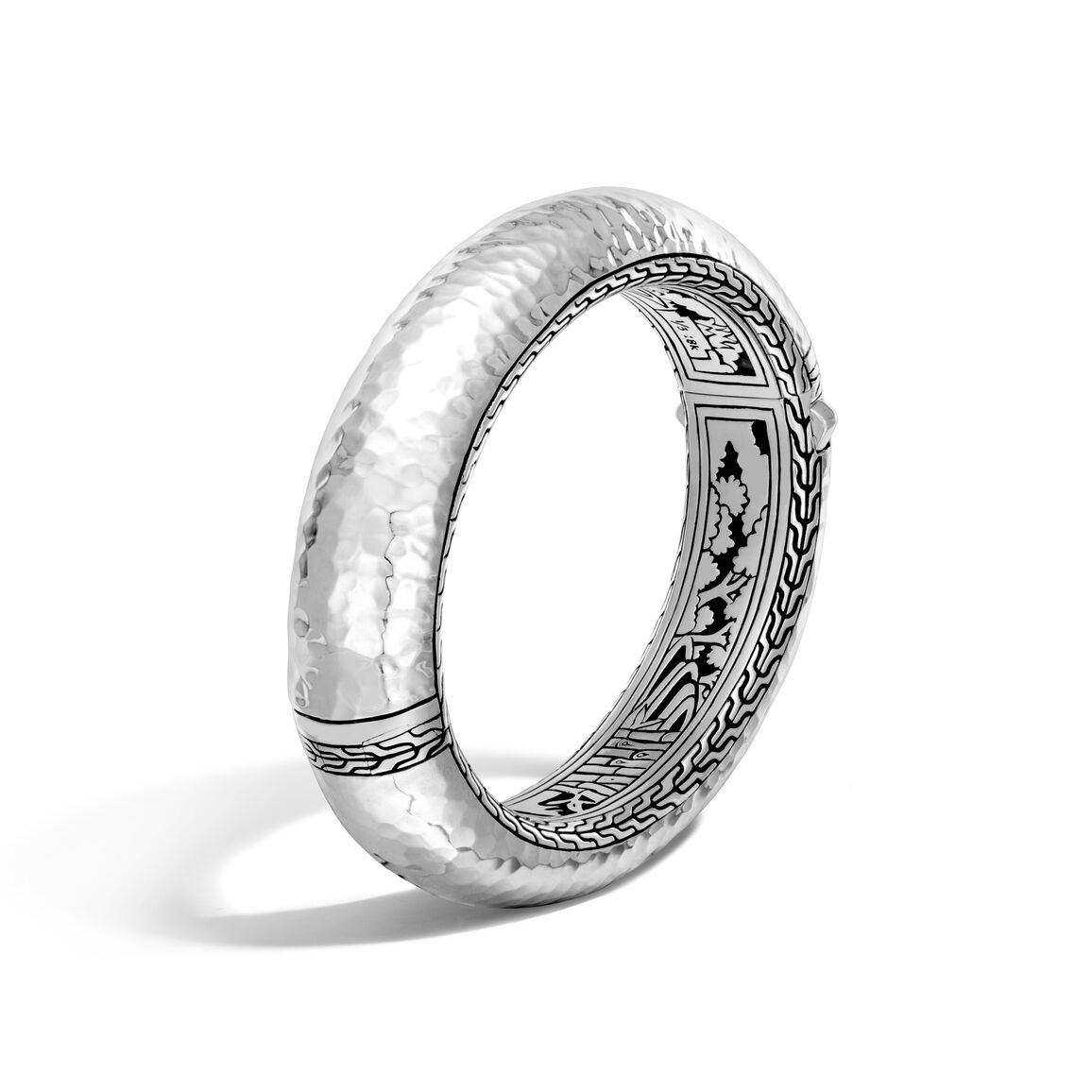 Classic Chain 16MM Hinged Bangle in Hammered Silver