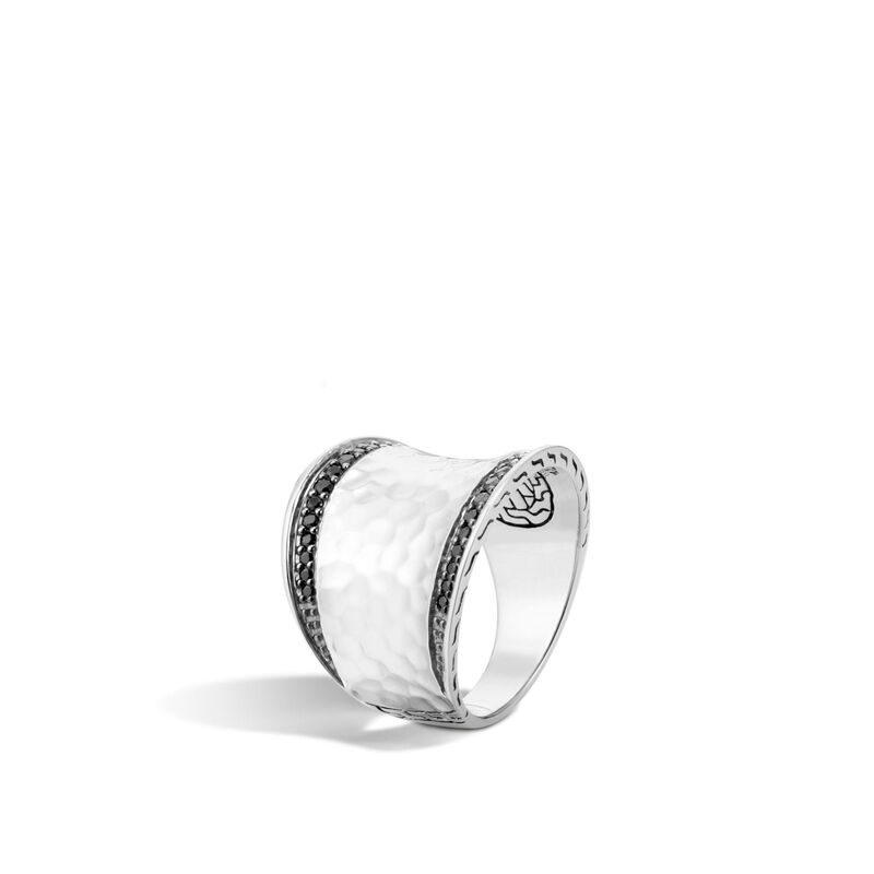 Classic Chain Saddle Ring in Hammered Silver , Treated Black Sapphire, large