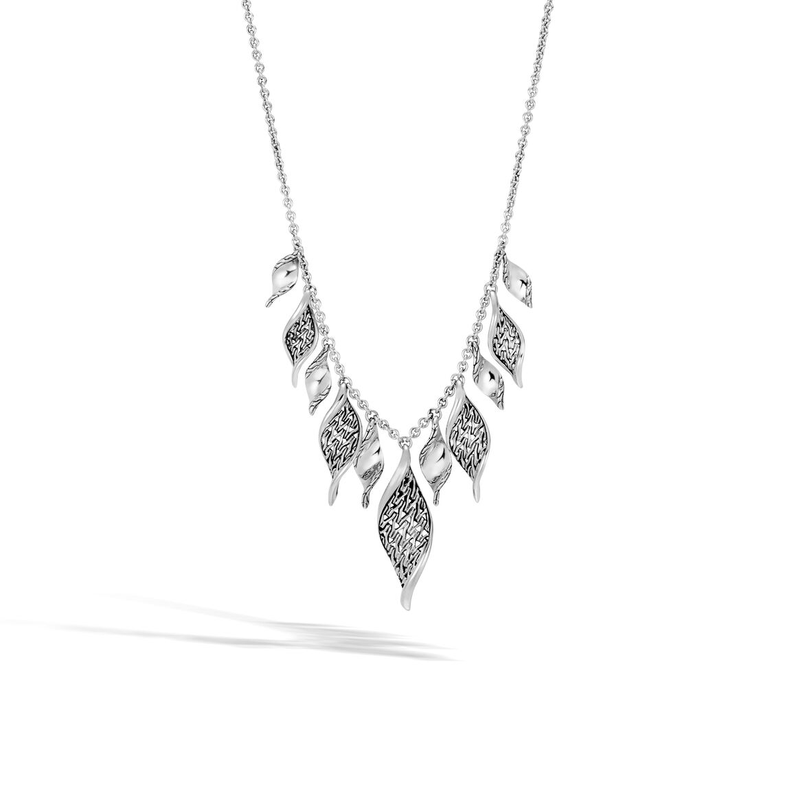 Classic Chain Wave Necklace in Silver