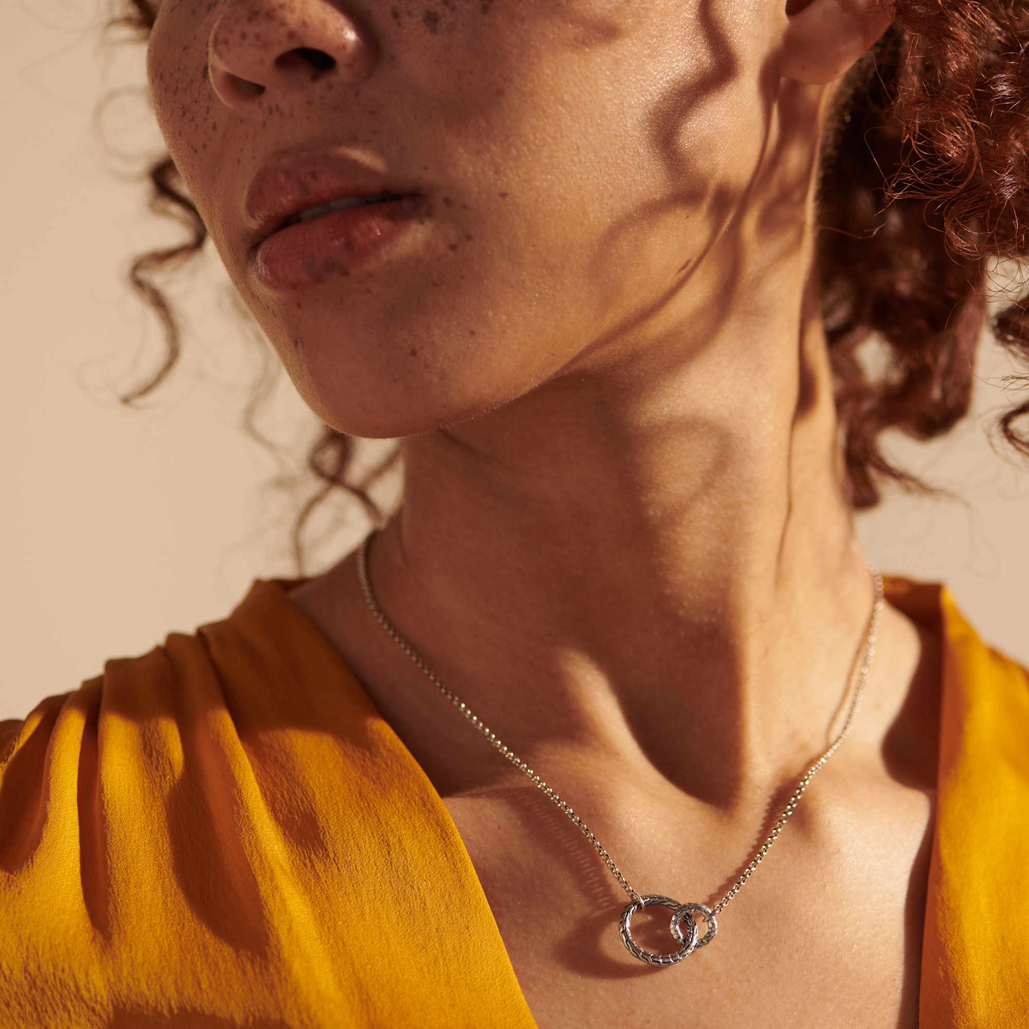 Classic Chain Interlinking Necklace in Hammered Silver, , modelview