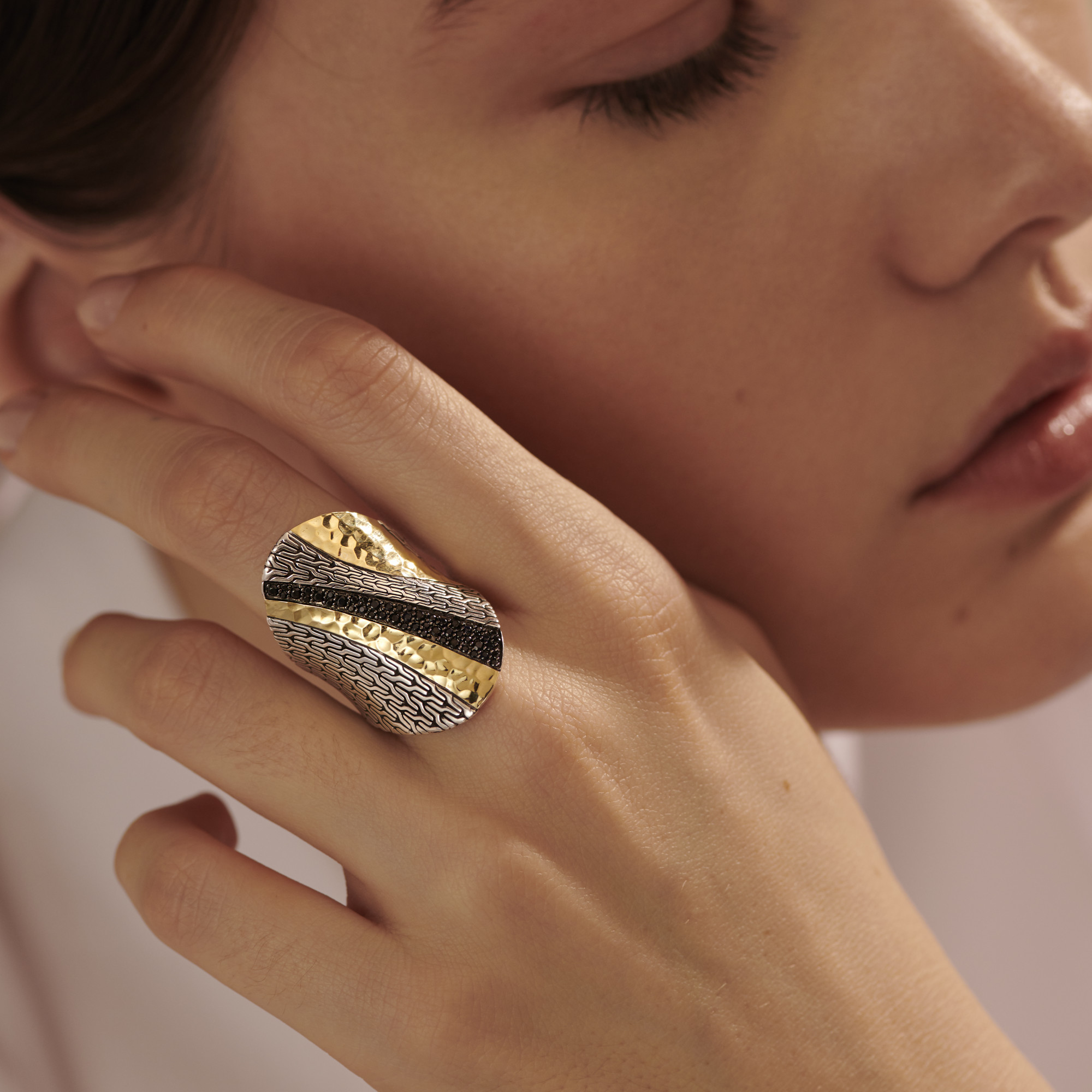 Classic Chain Saddle Ring in Silver, Hammered 18K Gold, , modelview