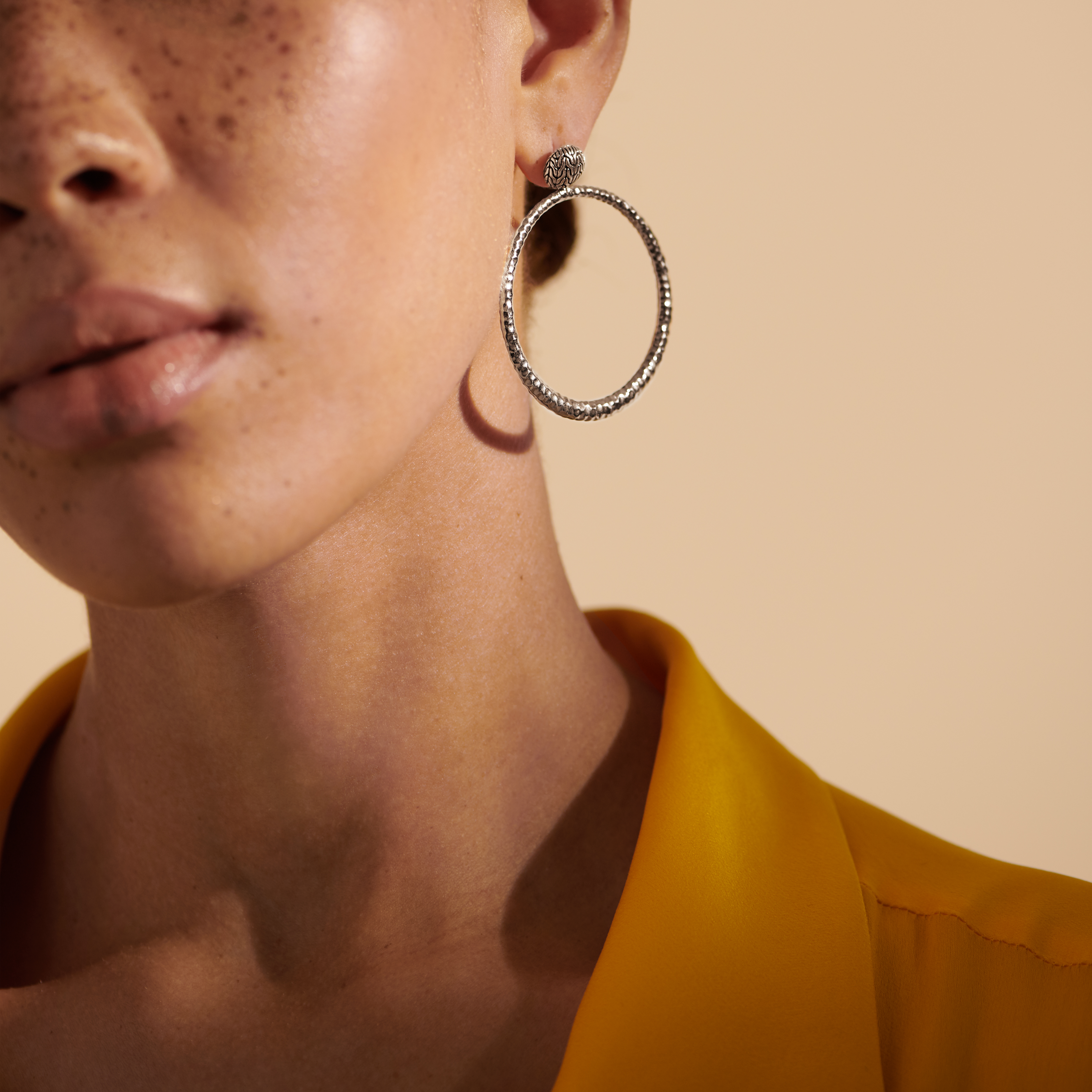 Classic Chain Round Earring in Hammered Silver, , modelview